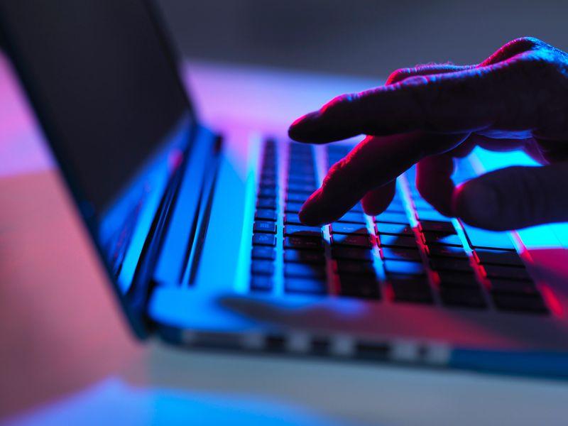 Προσοχή! Απάτη με παραπλανητικά email δήθεν από Έλληνες επώνυμους