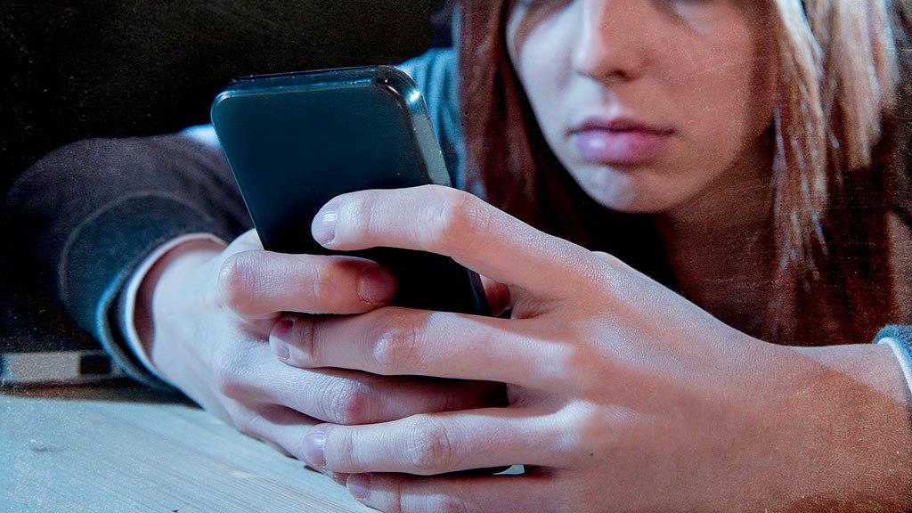 Πώς να αποκλείσετε και να αναφέρετε τους cyberbullies στο Instagram