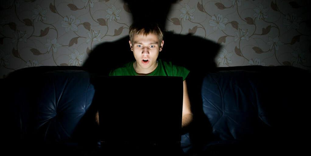 Tι πρέπει να ξέρετε για να προστατέψετε τα παιδιά σας από τους κινδύνους του Dark Web