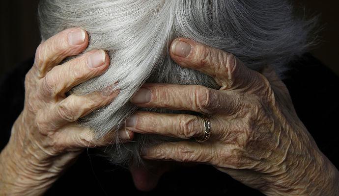 Γιατί η κακοποίηση των ηλικιωμένων είναι το τέλειο έγκλημα