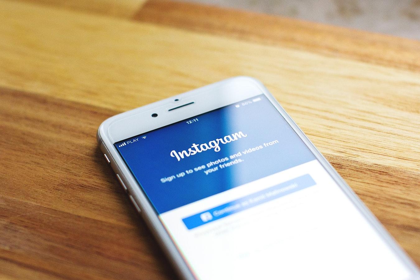 Ποιος σας ακολουθεί; Mαμά βρίσκει φωτογραφία του γιου της σε μια ανησυχητική σελίδα στο Instagram..