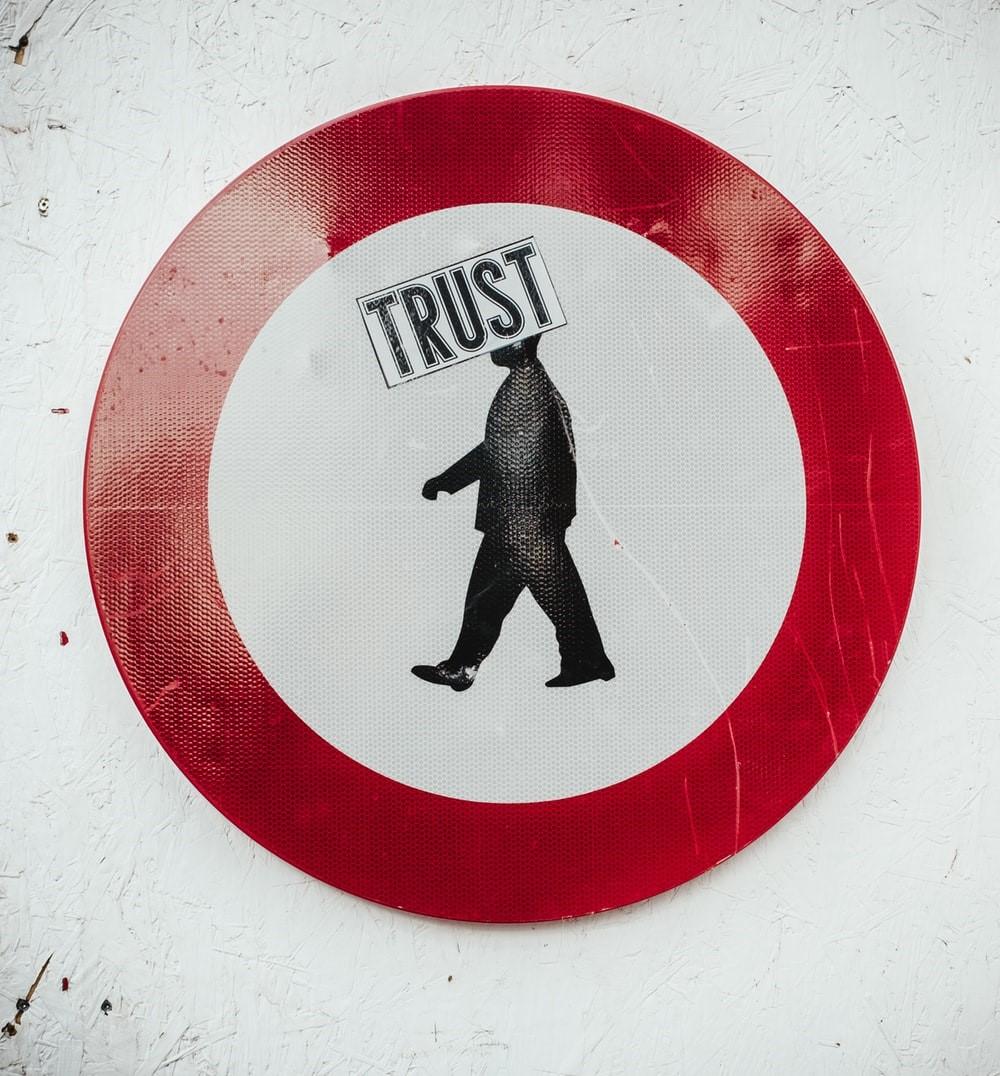 Ποιον θα πρέπει να εμπιστεύεστε; Οι ψυχολόγοι έχουν μια εκπληκτική απάντηση!