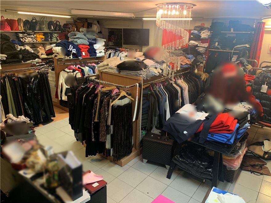 Γυναίκα πουλούσε μέσω social media μαϊμού-ρούχα και παπούτσια – Στα €460.000 τα παράνομα κέρδη της