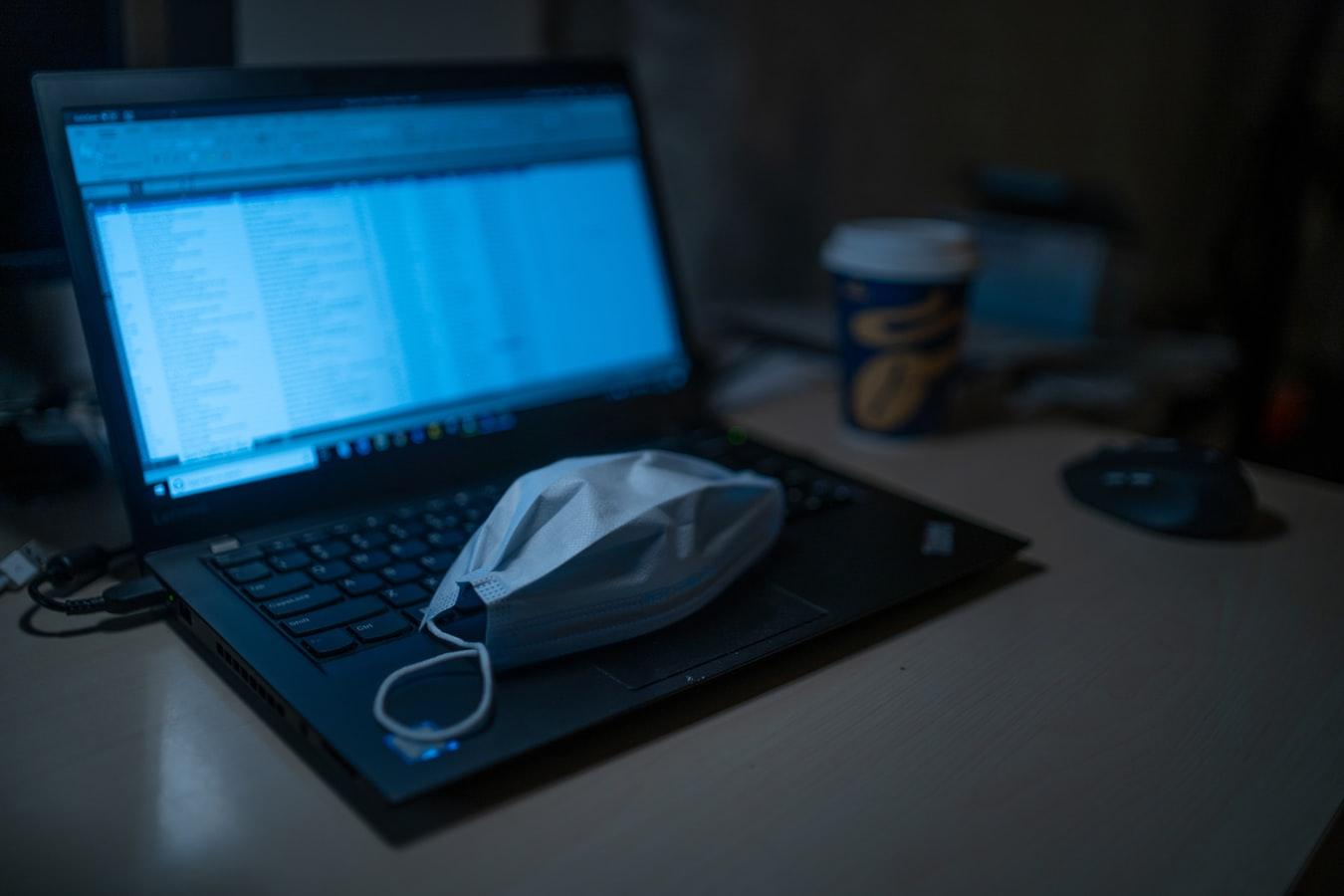 """Χάκερ """"χρησιμοποιούν"""" τον κορονοϊό για παγιδεύσουν τις συσκευές σας: Πώς να τους σταματήσετε"""