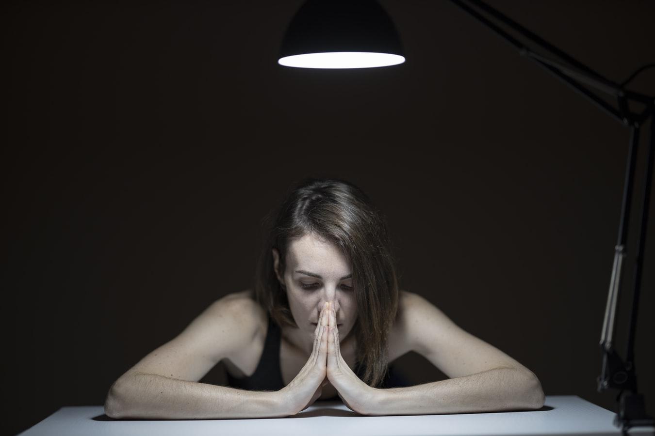 Πέντε λάθη που κάνουμε στις δύσκολες στιγμές και τρόποι αντιμετώπισης