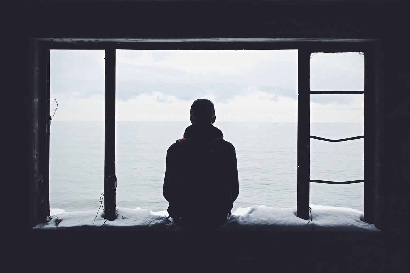 Ο εγκλεισμός μέσα από ανοικτά παράθυρα…