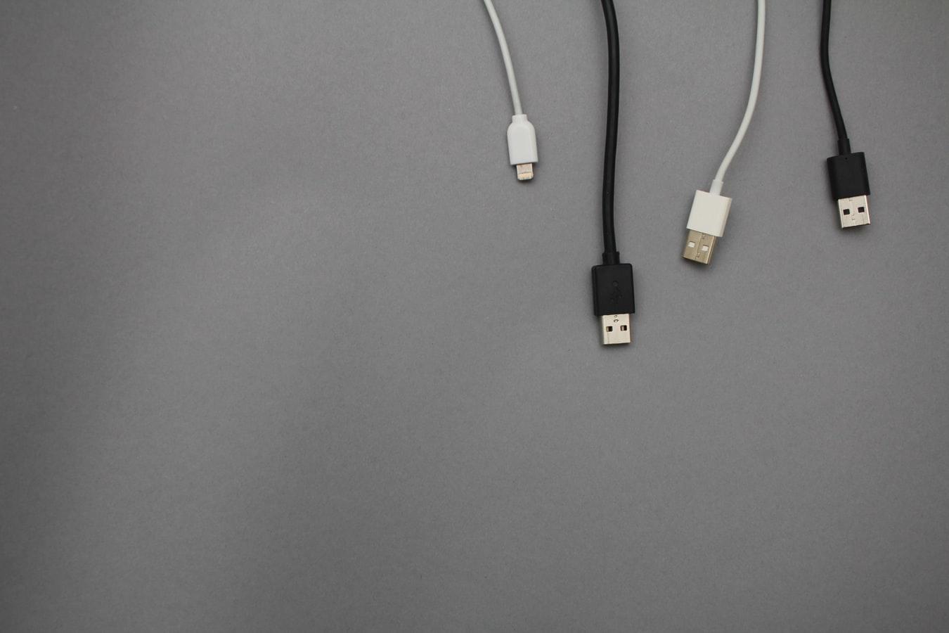 Οι χάκερ μπορούν τώρα να εξαπατήσουν τους φορτιστές USB για να καταστρέψουν τις συσκευές σας
