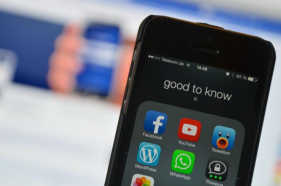 Το Facebook κυκλοφορεί μουσικά βίντεο- Θα είναι απειλή για το YouTube;