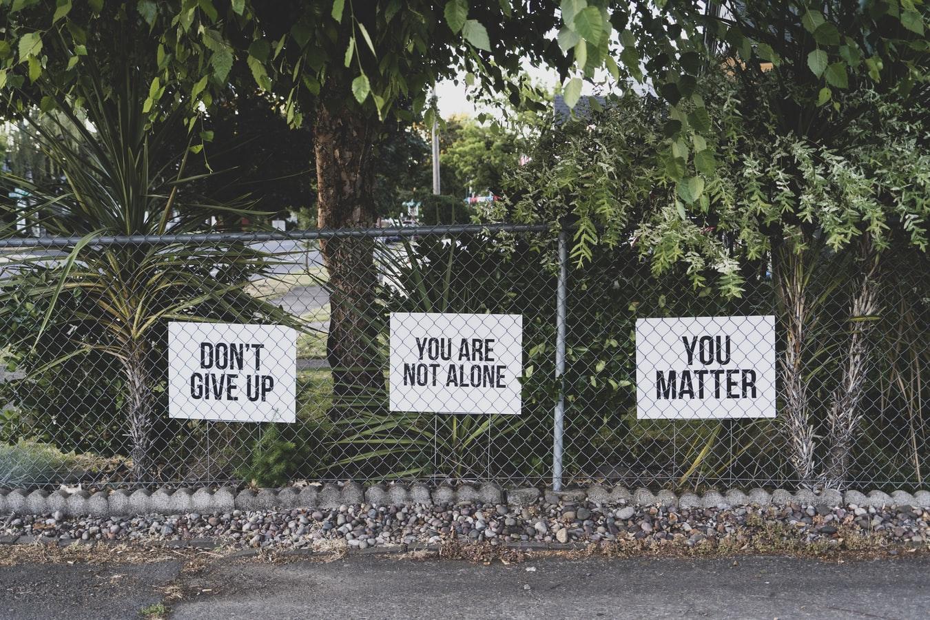 ΟΧΙ στην εύκολη λύση… μην τα παρατάς!  Δεν είσαι μόνος, μίλα!